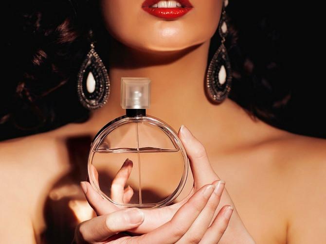 Kupujete parfeme, a ne znate šta znače oznake na njima? A bitno je svako slovo!