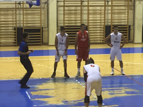 Dragoljub Šikman, u crvenom dresu sa brojem četiri, tokom nastupa za Napredak