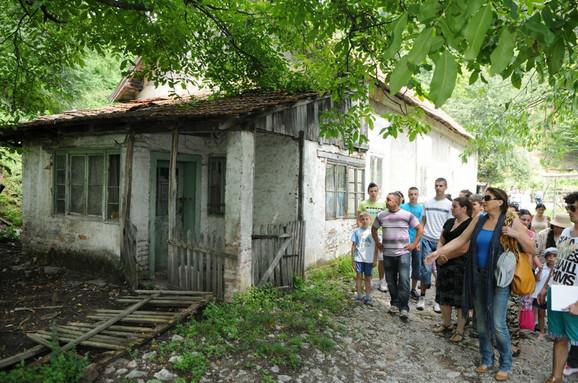 U pratnji rudara i njihovih porodica Mirjana je obišla kuću u kojoj je živela čuvena Petrija