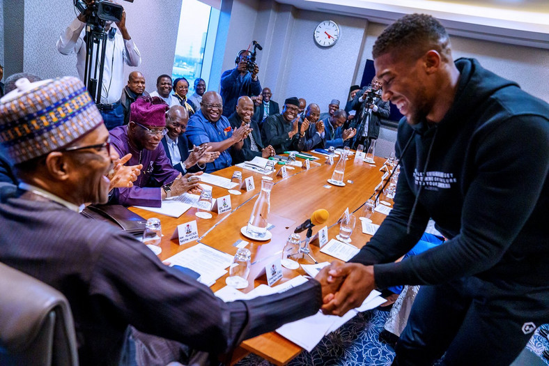 Anthony Joshua also presents his heavyweight belts to Muhammadu Buhari (Office of the President of Nigeria)