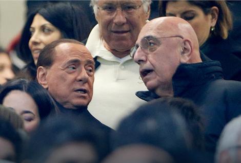 Silvio Berluskoni (levo)