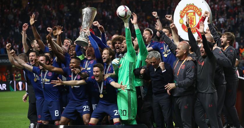 Drużyna Manchesteru United cieszy się ze zwycięstwa w Lidze Europy. W finale rozgrywek pokonała Ajax Amsterdam