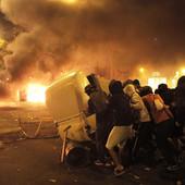 BARSELONA U PLAMENU Sinoćnji protesti Katalonaca su NAJNASILNIJI do sada, najmanje 80 povređenih, goreli automobili (FOTO, VIDEO)