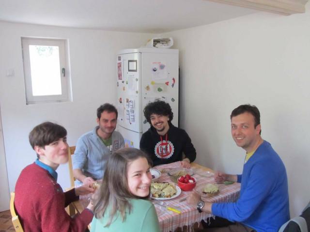 U kući su bili i gosti iz Italije, koje su Ana i Marko upoznali na obuci za letnji kamp Primene teatarskih praksi na rad sa socijalno ugroženim grupama