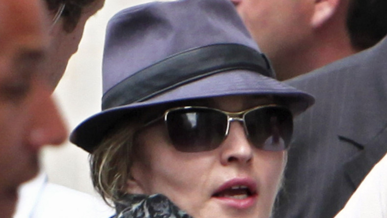 Drobiazgowa Madonna za kamerą