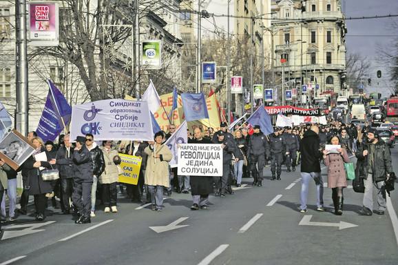 Štrajk: Pre dva dana je oko 1.000 nastavnika prošetalo Nemanjinom