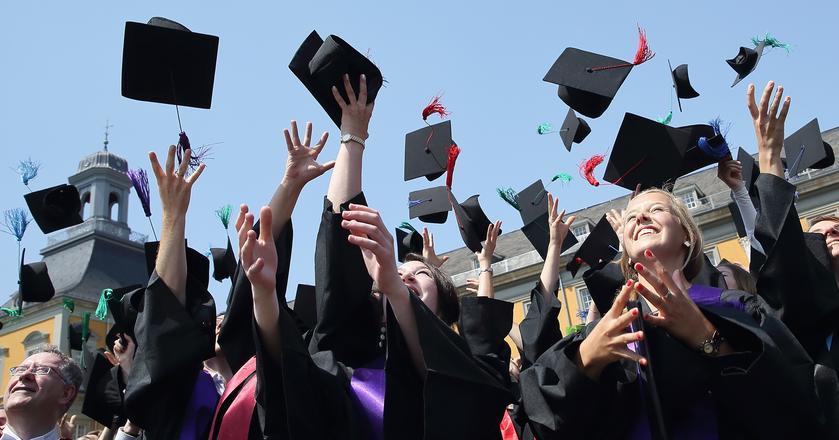Ile kosztuje nauka za granicą, jaką uczelnię i kierunek studiów wybrać?