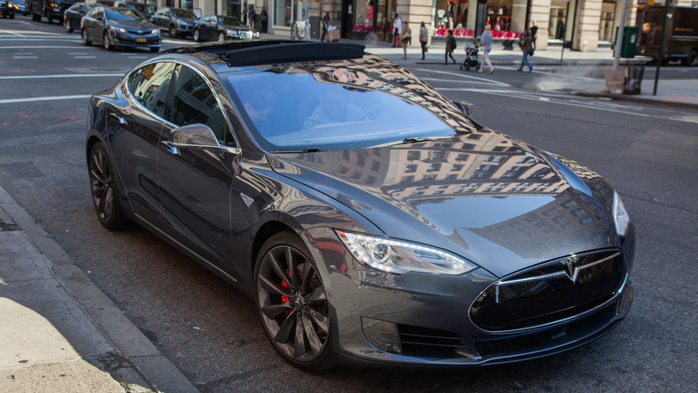 The Model S Is Tesla Oldest Vehicle Now In Production Mid Size Sedan