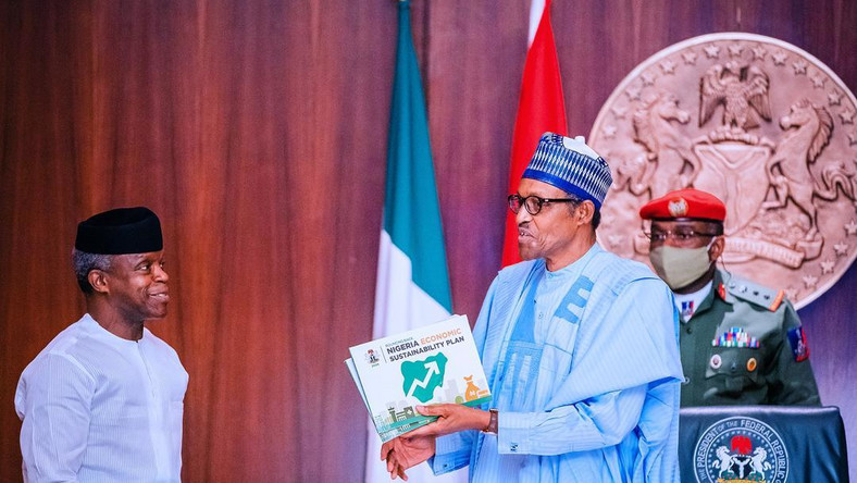 Vice President Yemi Osinbajo (left) told President Muhammadu Buhari (right) that the Economic Sustainability Plan will provide succour to Nigerians [Presidency]
