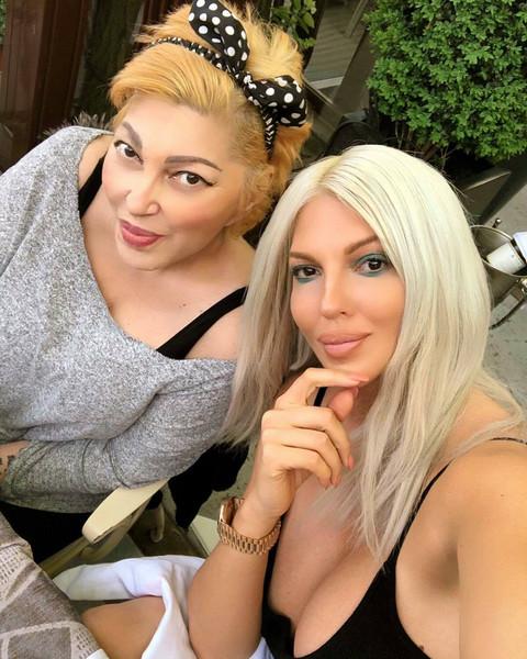 Jelena Karleša napustila Zvezde Granda zbog smrti majke: Evo koja pevačica će biti njena zamena u žiriju!