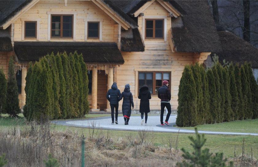 Robert Lewandowski i żona Anna spędzają święta w domu w Warmii