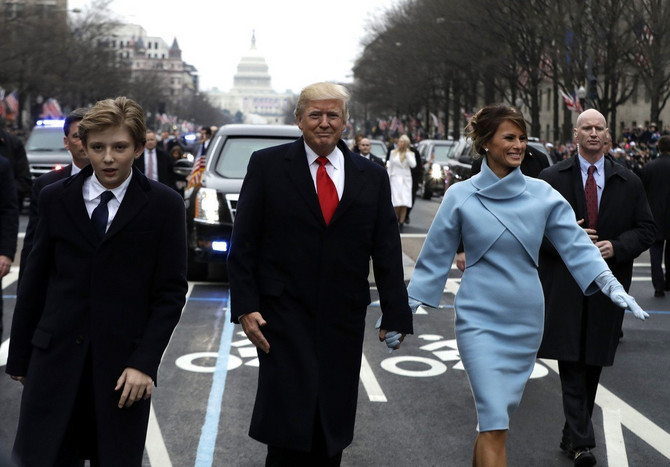 Melanija Tramp sa suprugom Donaldom Trampom i sinom Baronom Juniorom na inauguraciji 2017. u Vašingtonu