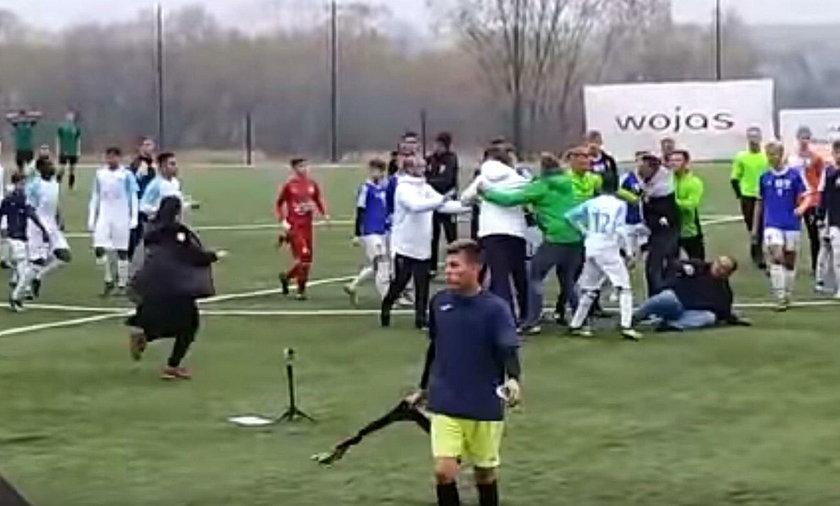 Skandal po meczu! Rodzice piłkarzy pobili się z trenerami