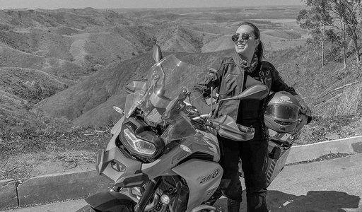 Piękna 22-letnia influencerka zginęła w wypadku motocyklowym. Jej mąż żyje i się obwinia! Śledztwo trwa...
