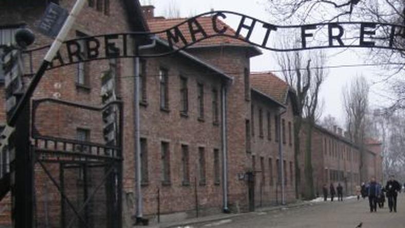 """""""Brama śmierci"""" w KL Auschwitz"""