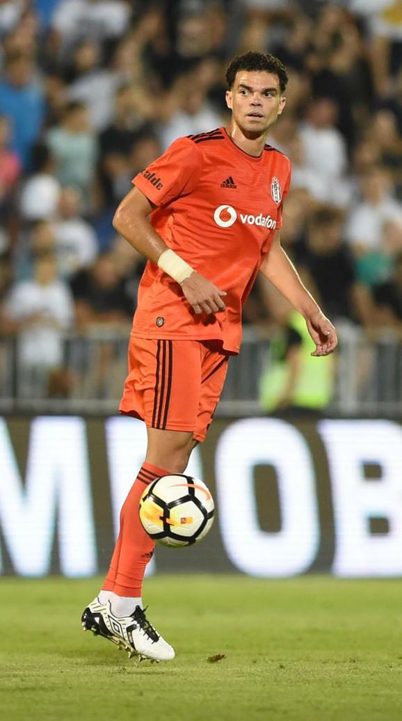 Pepe tokom meča sa Partizanom u Humskoj