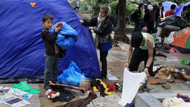 Imigranci z Afganistanu na Placu Wiktorii w Atenach