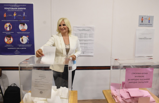 Zorana Mihajlović na glasanju
