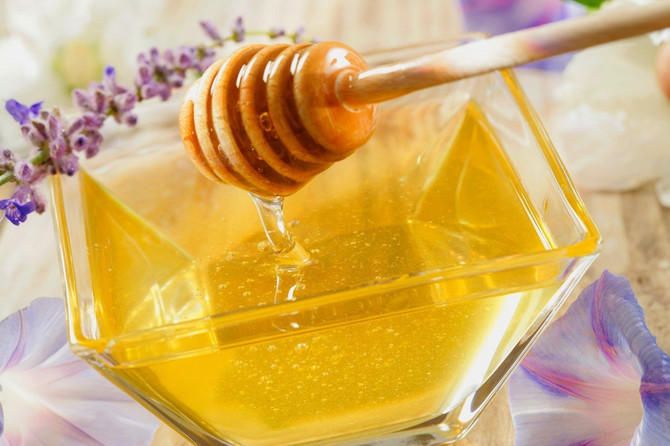 Vrh šibice umočite u med i zapalite. Sa prirodnim medom šibica će goreti, za razliku od veštačkog, koji sadrži vodu