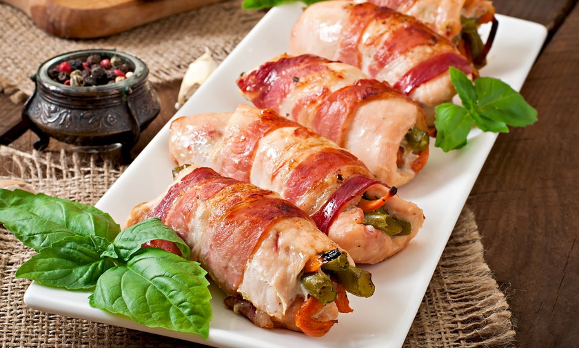 Delicious chicken rolls stuffed with green beans