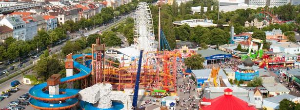 Wiedeński Prater jest jednym z najbardziej znanych parków rozrywki na świecie. Diabelski młyn o wysokości prawie 65 metrów, który został w nim wybudowany w 1897 roku stał się symbolem całego miasta. Diabelski młyn to oczywiście nie jedyna atrakcja, bowiem Prater może się pochwalić 60 atrakcjami, które są skierowane zarówno dla dzieci, jak i dla dorosłych. Wstęp do parku jest bezpłatny, natomiast za korzystanie z atrakcji parku trzeba płacić osobno.