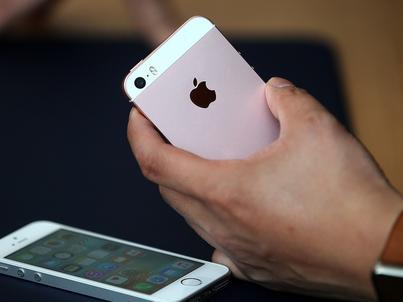 Premiera iPhone SE