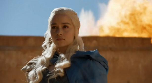 "Emilia Clarke jako Daenerys Targaryen w serialu ""Gra o tron"""