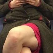 Ušla je u gradski prevoz i sela - a onda su ostali putnici prebledeli i to zbog njenih NOGU! (FOTO)