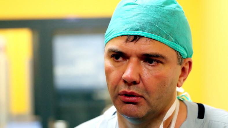 Urządzenie wszczepia się wprost do prawej komory serca. Nie trzeba przy tym otwierać klatki piersiowej, ponieważ rozrusznik Micra jest tak mały, że można przeprowadzić go przez żyły pacjenta...