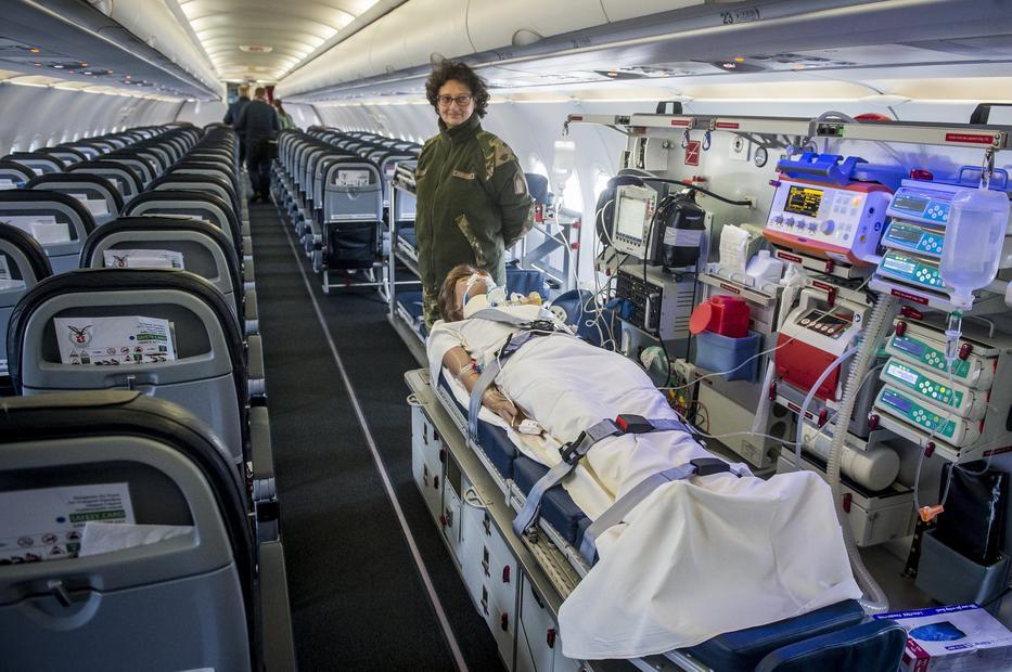A szállítógépen a 130 utas mellett betegek, sebesültek vagy éppen technikai eszközök is szállíthatók/ Fotó: MTI-UJVÁRI SÁNDOR (6)