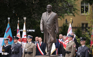 dr Małecki: Pomnika prezydenta nie da się znieważyć konstytucją