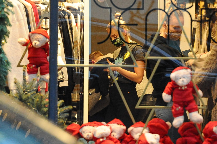 Małgorzata Socha na świątecznych zakupach