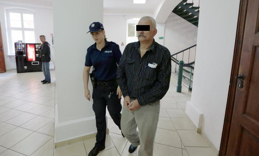 Ojciec dźgał syna, aż złamał nóż. Decyzja sądu zaskoczyła wszystkich