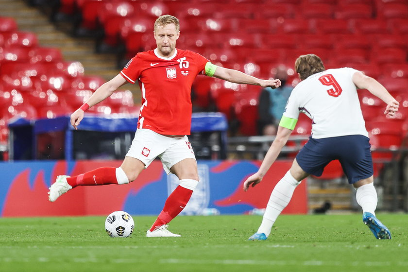 Środkowy obrońca zauważył, że we wtorkowym towarzyskim meczu z Islandią (2:2) dwa stałe fragmenty kosztowały gospodarzy stratę dwóch bramek.