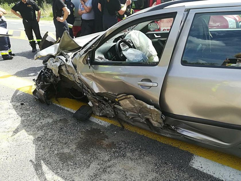Makabryczny wypadek w Nowej Soli. Motocyklista walczy o życie