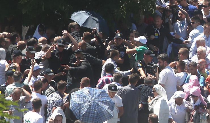 napad na premijera Aleksandra Vucica Potocari