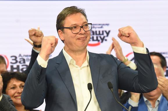 Aleksandar Vučić slavi pobedu