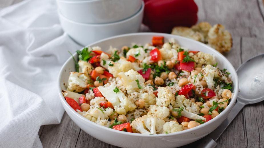 Sałatka z kalafiora jest bardzo zdrowa i smaczna - siajames/stock.adobe.com