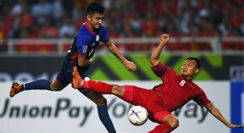 Vietnam defender Nguyen Trong Hoang (R) and Philippines forward Patrick Reichelt fight for the ball during the second leg of their AFF Suzuki Cup semifinal in Hanoi
