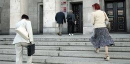 W Polsce przybywa 75 urzędników dziennie