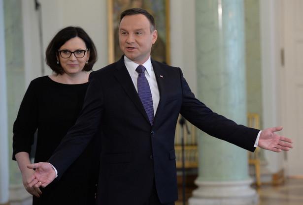 Decyzję o przyjęciu ślubowania od prof. Jędrzejewskiego poprzedziła wymiana korespondencji z marszałkiem Sejmu, który w pismach do prezydenta poinformował, że uchwała ws. wyboru sędziego Jędrzejewskiego została podjęta skutecznie