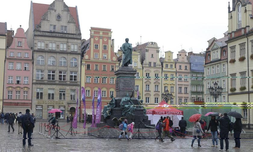 Pomnik pojawił się na pl. Gołębim na Rynku