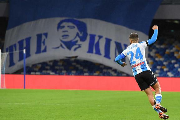 NAPULJ SE POKLONIO MARADONI Stadion od večeras nosi DRUGO IME, Napoli promenio i dresove - novi su za El Pibea