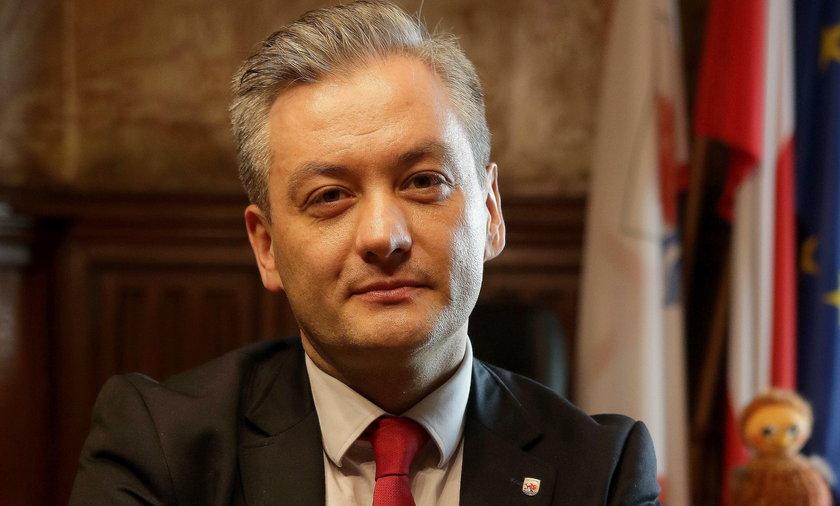Tym gestem Robert Biedroń zawstydził samorządowców!