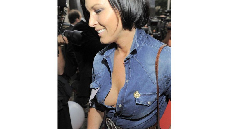 Ilona Felicjańska bez stanika na imprezie Samochód Roku Playboya 2011