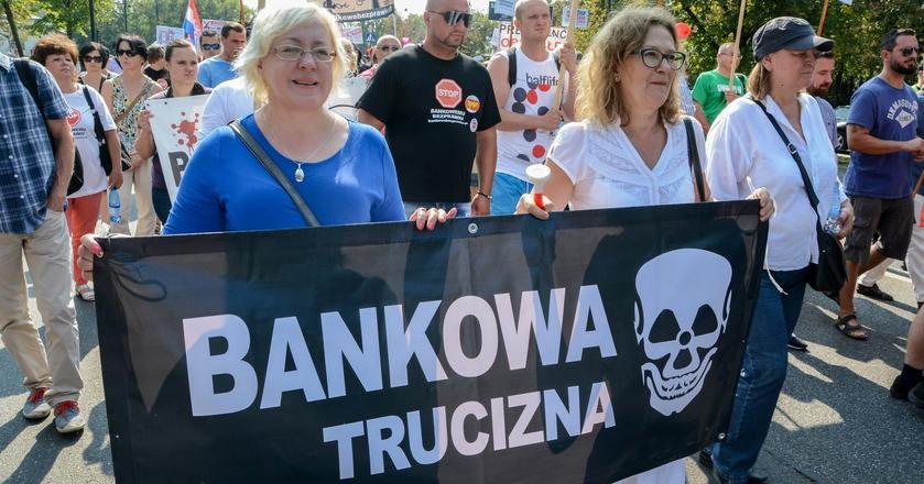 Przewalutowanie kredytów frankowych nie zagrozi polskim bankom