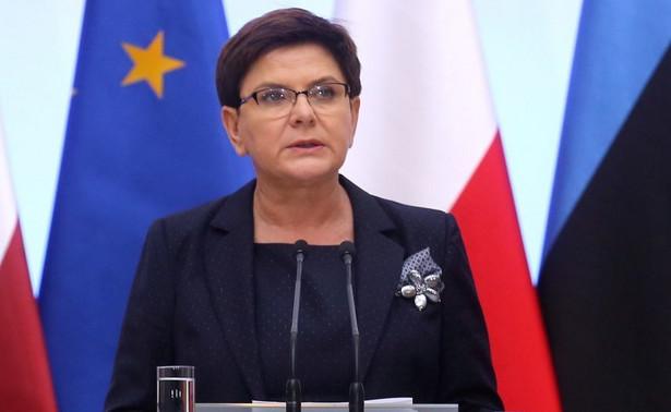 """Premier po wtorkowym spotkaniu z premierami państw bałtyckich - Litwy i Łotwy i ambasadorem Estonii (premiera Estonii - zatrzymały w kraju sprawy wewnętrzne - PAP) pytana była przez litewskiego dziennikarza, o to """"czy liczy na współpracę i wsparcie Litwy na szczeblu unijnym dotyczącą głównie reformy sądów""""."""