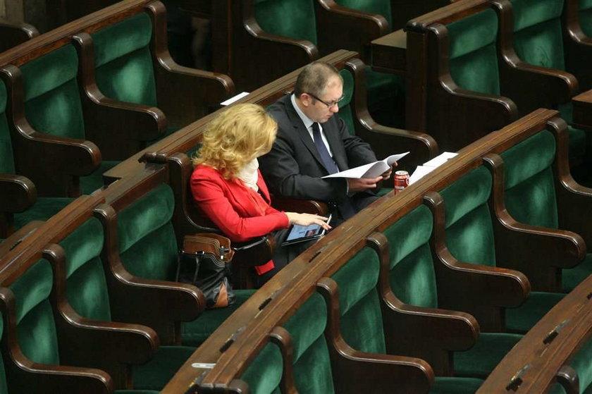 Pośpiech Sejmu z tabletami kosztował nas setki tysięcy!