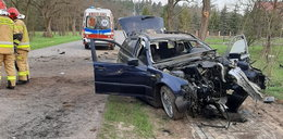 Horror pod Biłgorajem. Pięć osób rannych. 18-latka wypadła z samochodu