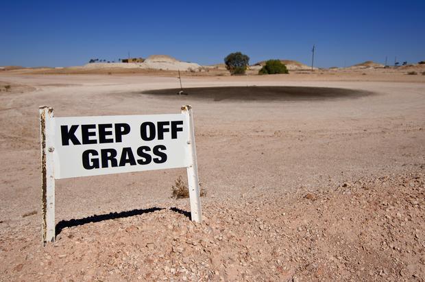 """Pole golfowe w Coober Pedy. """"Nie deptać trawy"""""""